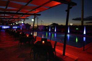 jt cafe locale con piscina all'aperto a roma